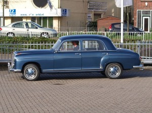 800px-1959_Mercedes-Benz_220S_pic4