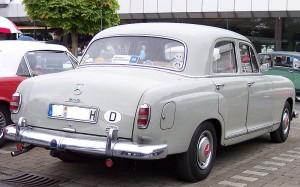 800px-Mercedes-Benz_219_grey_hr