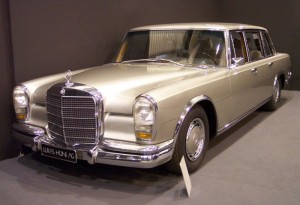 800px-Mercedes-Benz_600_vl_silver_TCE