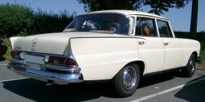 Mercedes_Benz_W111_rear_20070806
