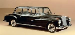 Mercedes-Benz Typ 300 d Pullman-Limousine mit erhîhtem Dachaufsatz, SonderausfÅhrung, 1960